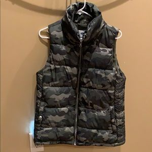 Fleece-lined Camouflage Puffy vest